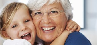 Người Lớn Tuổi Có Trồng Răng Implant Được Không?